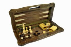 0CHESS -  3 IN 1 GAME (CHECKERS, CHESS AND BACKGAMMON)