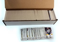 2017-18 HOCKEY -  UD O-PEE-CHEE WITH ROOKIES + UPDATE (650 CARDS)