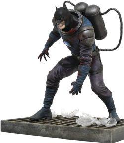 BATMAN -  BATMAN PVC STATUE (8INCHES) -  DC GALLERY DCEASED