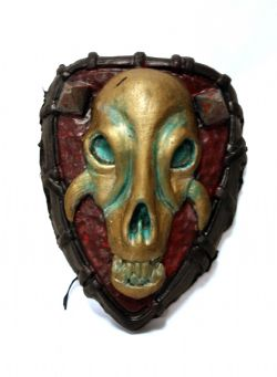 BELT SHIELD -  ORC, RED - GREEN AND GOLD HUMAN SKULL WITH SPIKE