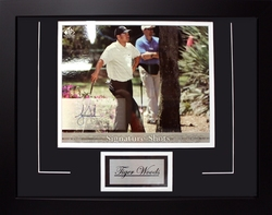 GOLF -  TIGER WOODS FRAMED AND SIGNED PHOTO (8 X 10)