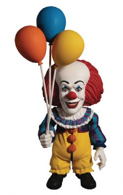 IT -  PENNYWISE (1990) FIGURE WITH ACCESSORIES DELUXE