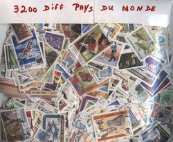 WORLD -  3200 ASSORTED STAMPS - WORLD