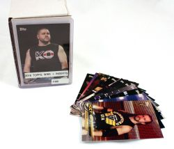 2018 LUTTE -  SÉRIE TOPPS WWE + INSERTS (160 CARDS)