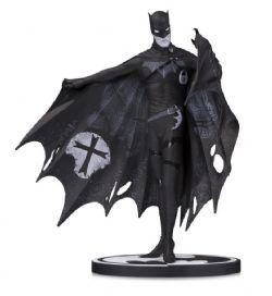 BATMAN -  STATUE DE BATMAN PAR GERARD WAY  (17CM) -  BLACK AND WHITE