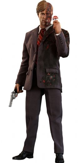DC COMICS -  TWO-FACE SIXTH SCALE FIGURE -  HOT TOYS