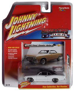 MUSCLE CARS U.S.A -  1967 CHEVY CHEVELLE MALIBU - BLANC -  JOHNNY LIGHTNING 4